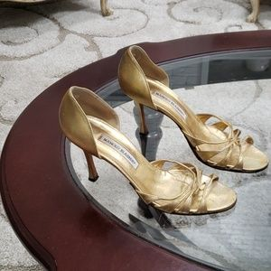 Manolo Blahnik size 38(8) BEAUTIFUL rich gold heel